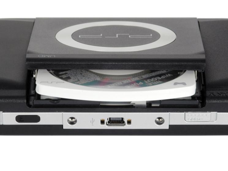 Auf-einer-UMD-genannten-Disk-werden-Spiele-und-Filme-auf-die-PSP-geladen-745x559-980c9f0cd7cc86a2